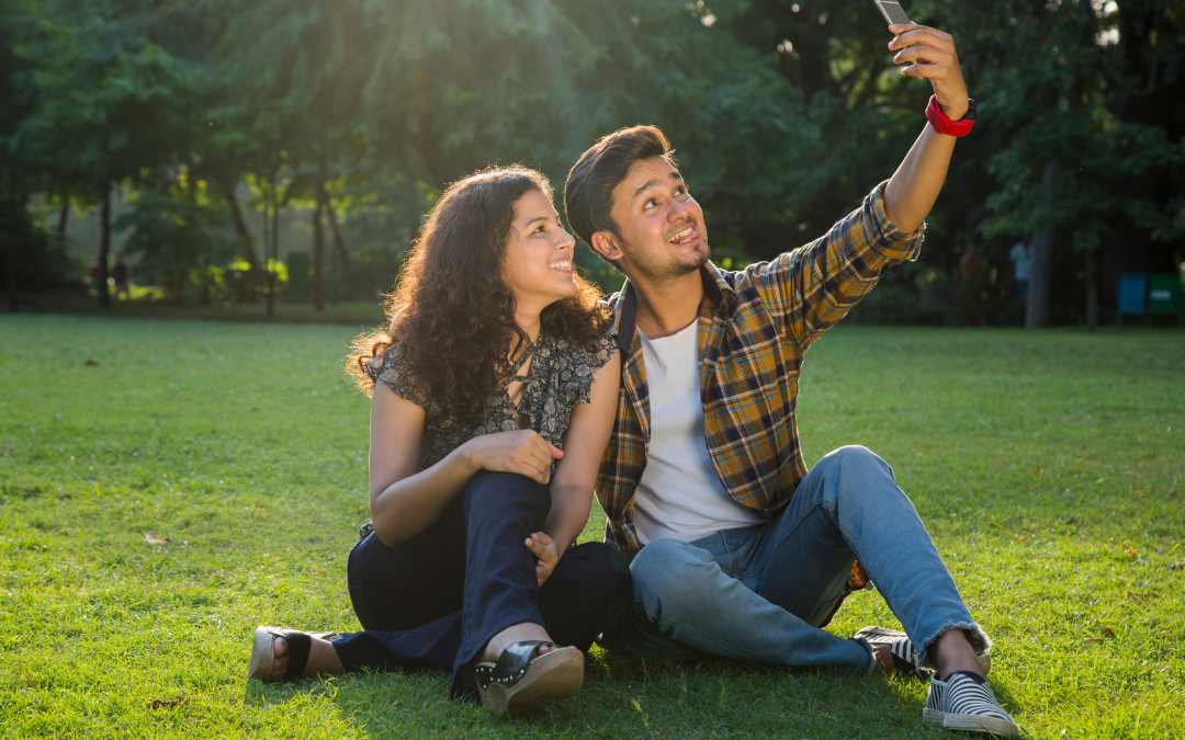 Best Selfie Poses For Couples Theselfiemaster